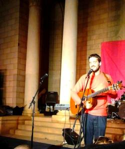 Dizraeli singing